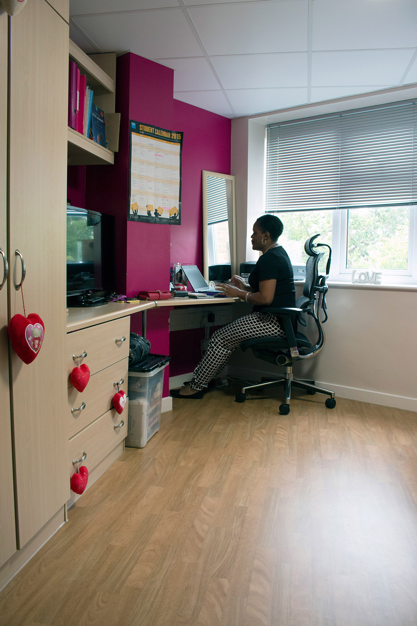 east kingston chat rooms Find out what facilities will be in your room our rooms are refurbished regularly, so you'll always get a quality room to enjoy a good night's sleep in.
