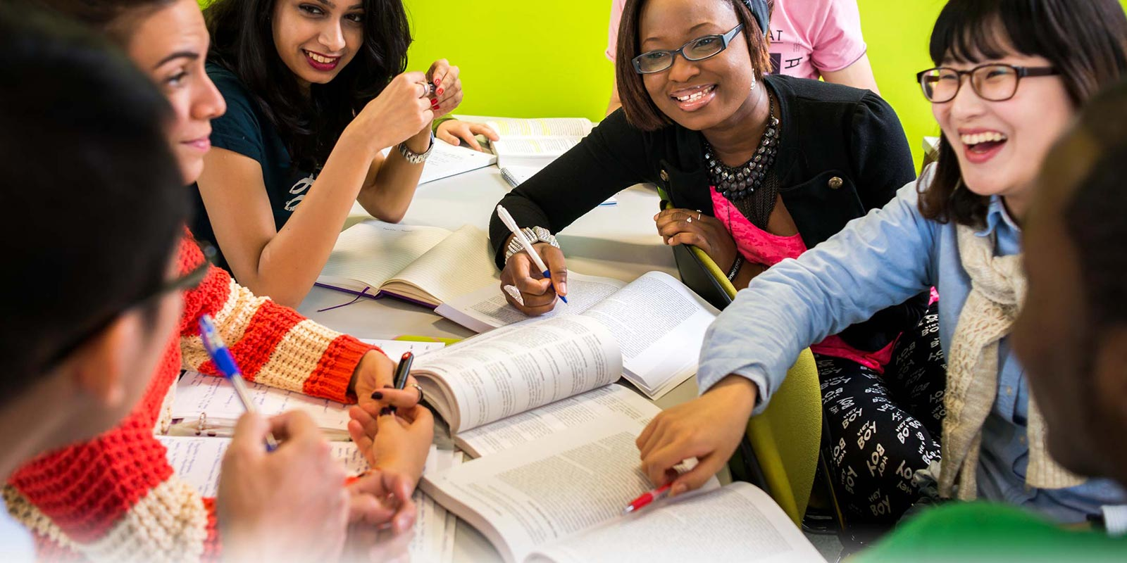 http://cdn.kingston.ac.uk/includes/img/cms/site-images/orig/kingston-university-de14fde-international-students---kingst.jpg