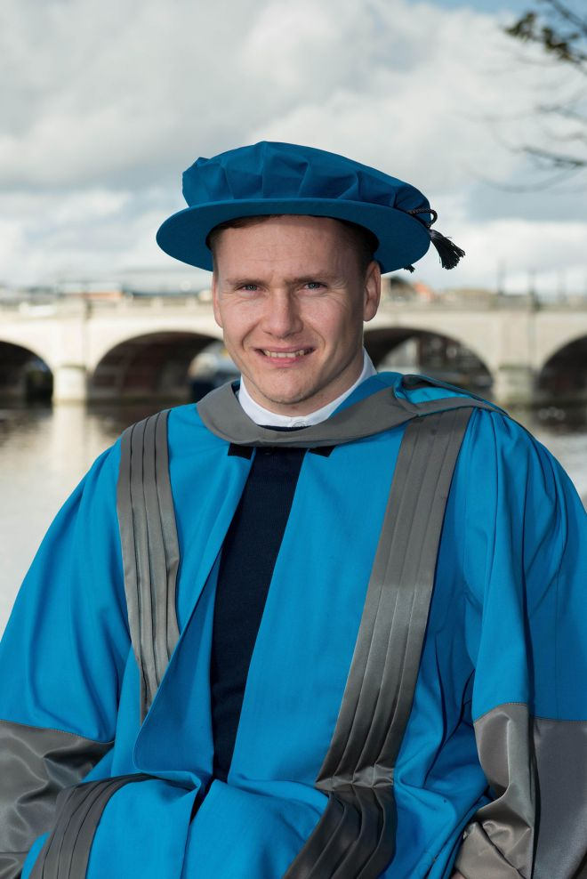 Paralympian David Weir was awarded his honorary degree at a graduation ceremony staged by Kingston University's Faculty of Science, Engineering and Computing.