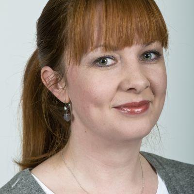 Dr Anine Riege