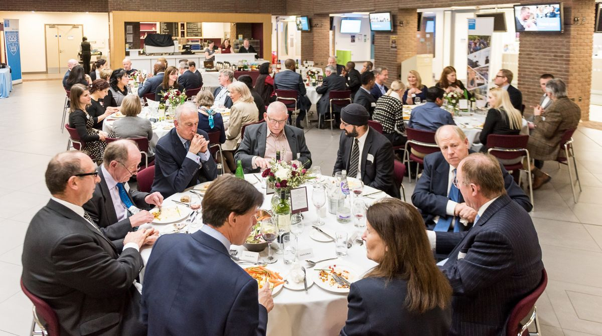 Dean's dinner celebrates alumni volunteering at Kingston