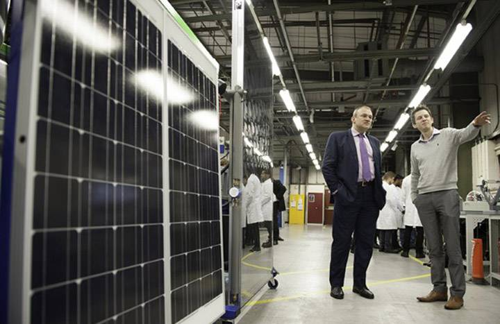 Lab tech shows engineering labs to Edward Davey