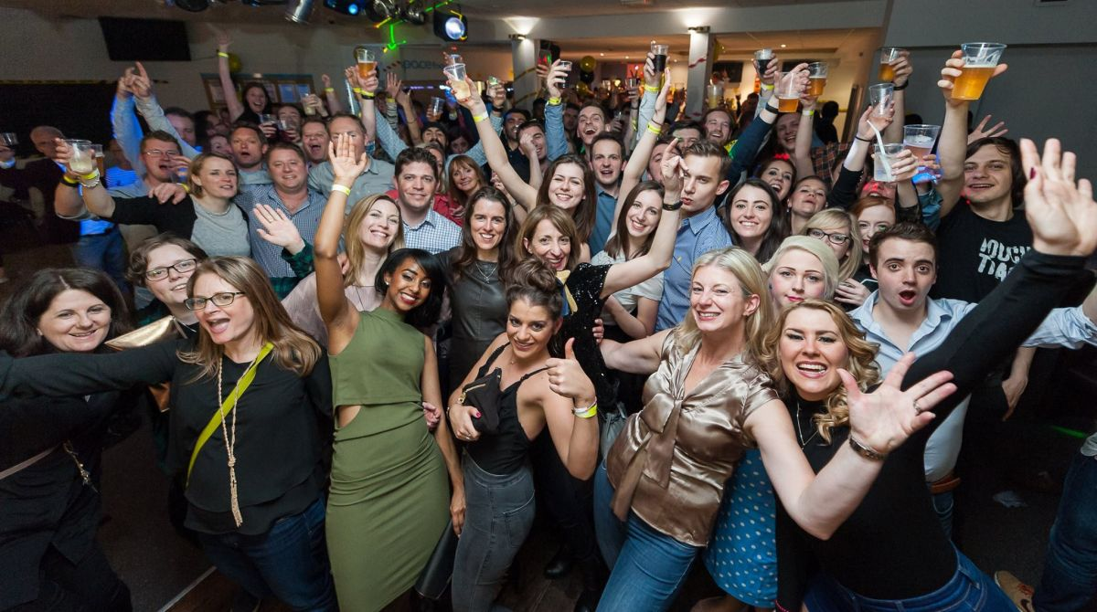 More than 350 Kingston alumni celebrate last orders at the Penrhyn Road bar