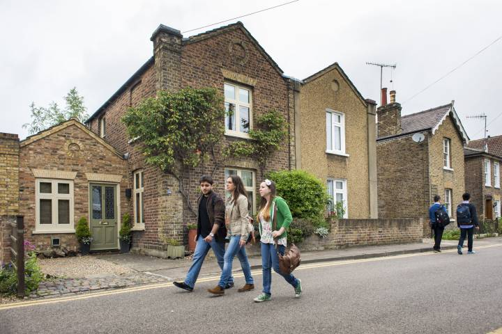 Private accommodation around Kingston upon Thames