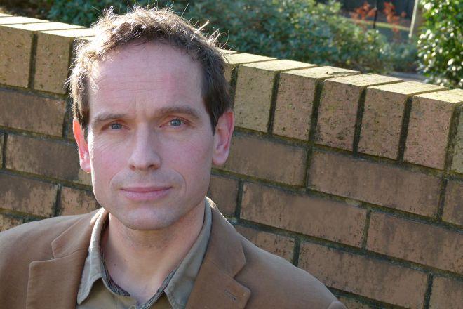 Dr  Tim Harries