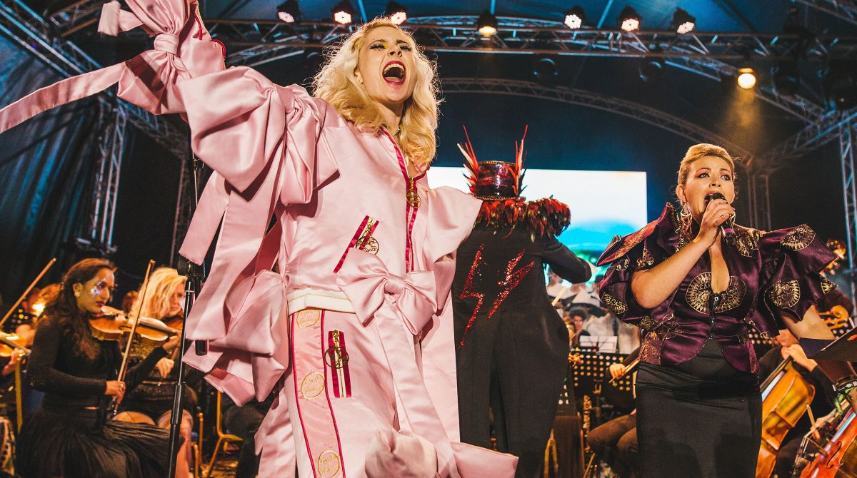 Pop star Kate Nash dons Kingston University fashion graduate Lydia Bolton's designs to perform David Bowie tribute at Wilderness Festival
