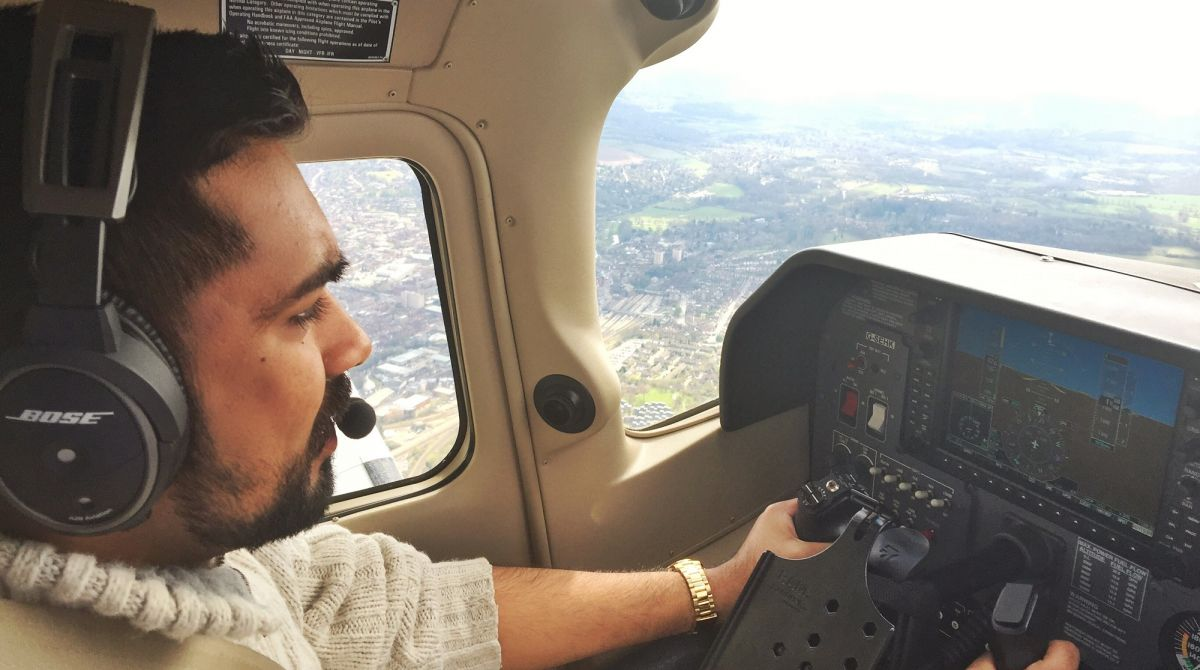 Kingston alumnus takes students out of the classroom and into the sky