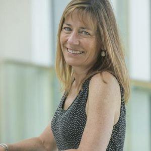 Dr Lesley Collier