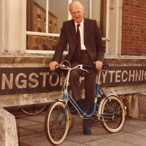 Professor Leonard Lawley, a former director of Kingston Polytechnic and the institution's first professor, has passed away