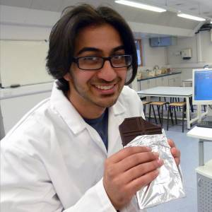 Eating dark chocolate every day could help boost athletic performance, Kingston University research reveals