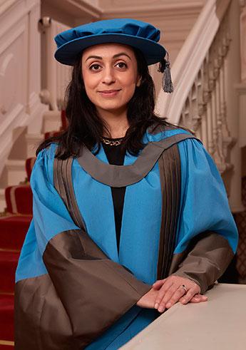 Hadia Tajik received her honorary doctorate at the British Ambassador's residence in Oslo.