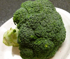 Foods such as broccoli contain polyphenols, compounds that have antioxidant and anti-inflammatory properties.