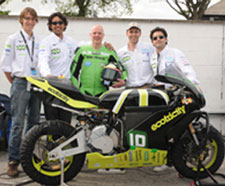The team and their award-winning bike. Photo by Dave Kneale, iomtt.com